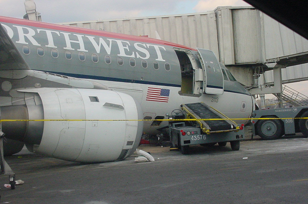 http://www.cargolaw.com/images/disaster2003.NW165arrive.4.jpg